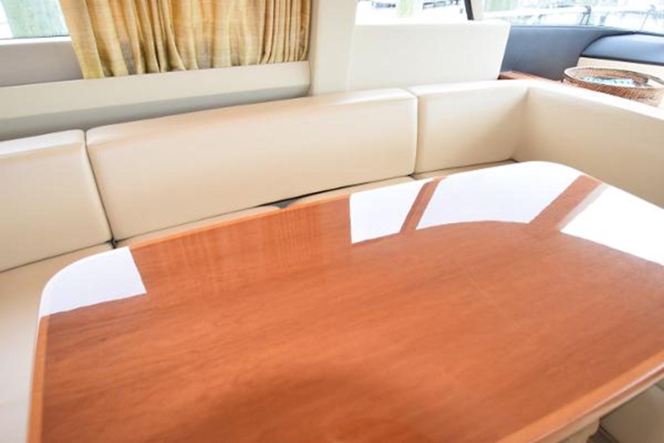 58' Princess - Dining Table - 58 PRINCESS YACHTS For Sale