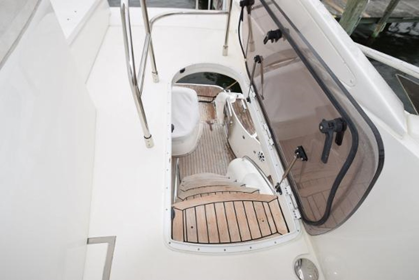58' Princess - Stairs to lower deck - 58 PRINCESS YACHTS For Sale