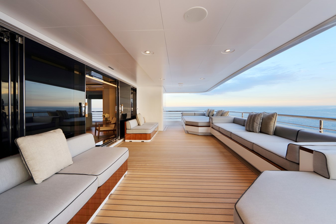 Bridge Deck VIP Private Deck  2018 ADMIRAL Long Range Motor Yacht Motor Yacht 2172553