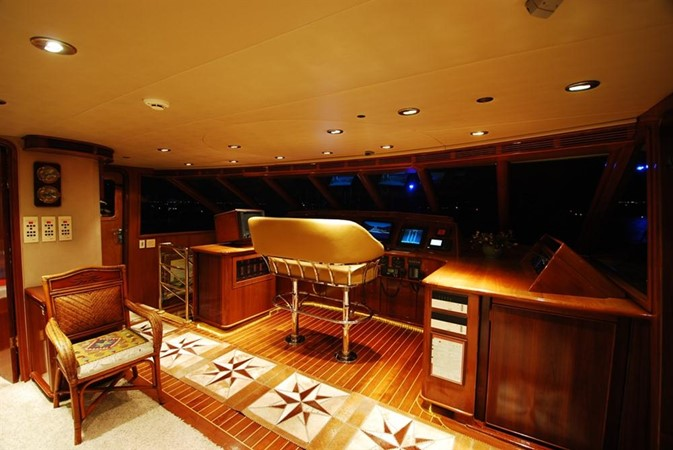 2004 WESTPORT Custom Cockpit Motoryacht  2173030