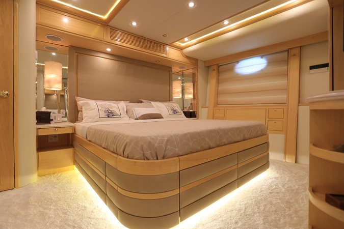 2004 WESTPORT Custom Cockpit Motoryacht  2562041