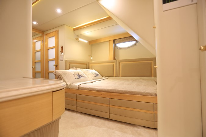 2004 WESTPORT Custom Cockpit Motoryacht  2562116