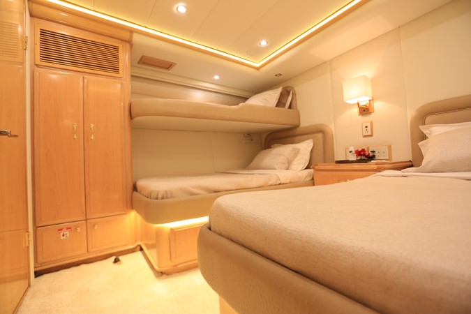 2004 WESTPORT Custom Cockpit Motoryacht  2562117