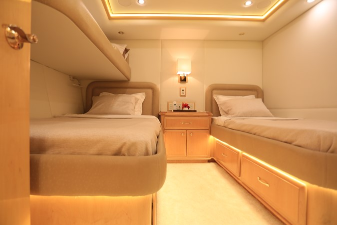 2004 WESTPORT Custom Cockpit Motoryacht  2562119