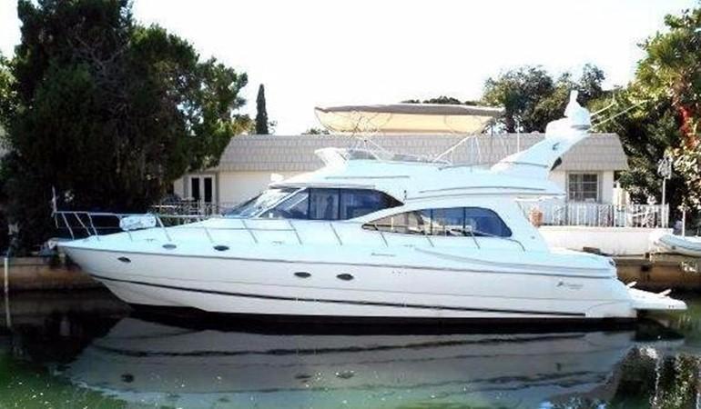 2001 Cruisers Yachts 5000 Sedan Sport  2174367