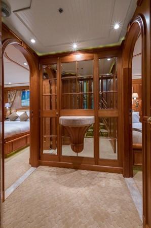 Lower Deck Guest Foyer 2000 ALLOY  Sloop 2181173