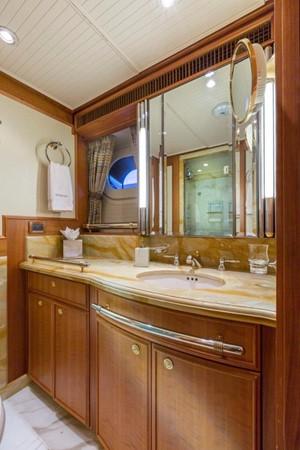 Typical Guest Bathroom 2000 ALLOY  Sloop 2181179