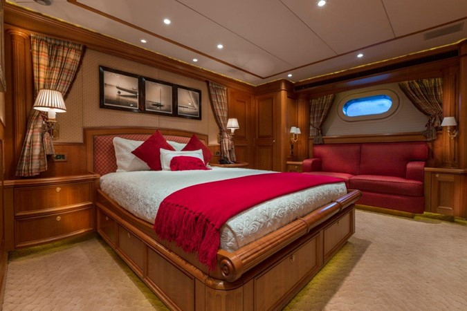 Red Guest Stateroom 2000 ALLOY  Sloop 2181180