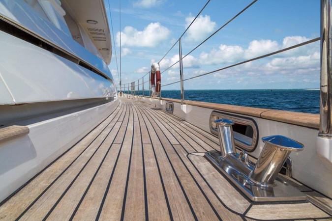 Starboard Side Deck 2000 ALLOY  Sloop 2181185