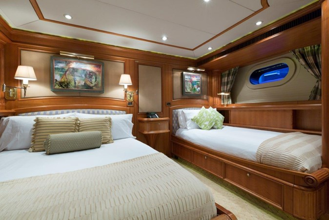 Green Guest Stateroom 2000 ALLOY  Sloop 2181192