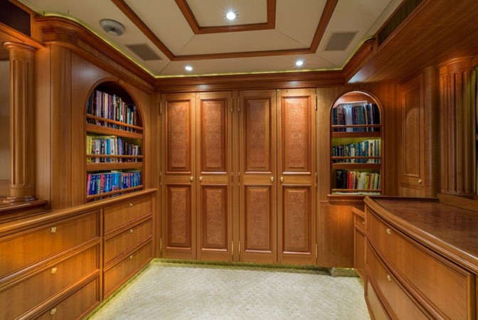 Master Closets And Dressing Area 2000 ALLOY  Sloop 2181199