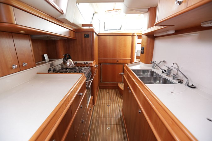 2008 DISCOVERY Discovery 55 Center Cockpit 2181282