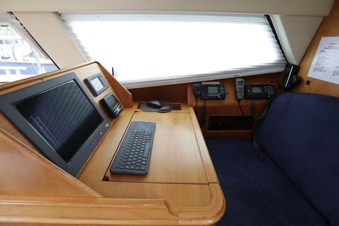 2008 DISCOVERY Discovery 55 Center Cockpit 2181299