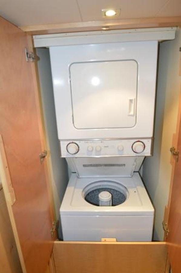 55' Neptunus - Washer & Dryer (located in guest bunkroom) - 55 NEPTUNUS For Sale