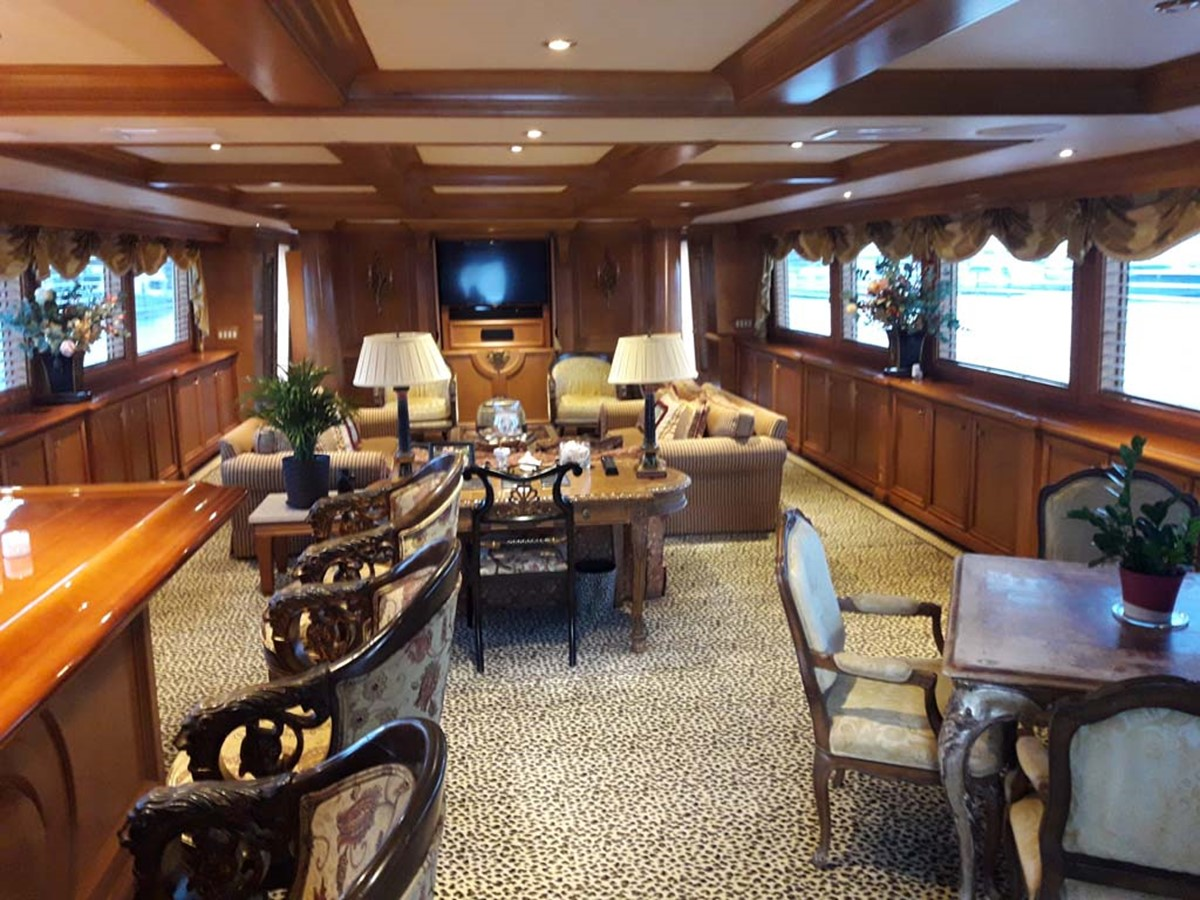 Salon Forward 2001 BROWARD Raised Pilothouse MY  2193562