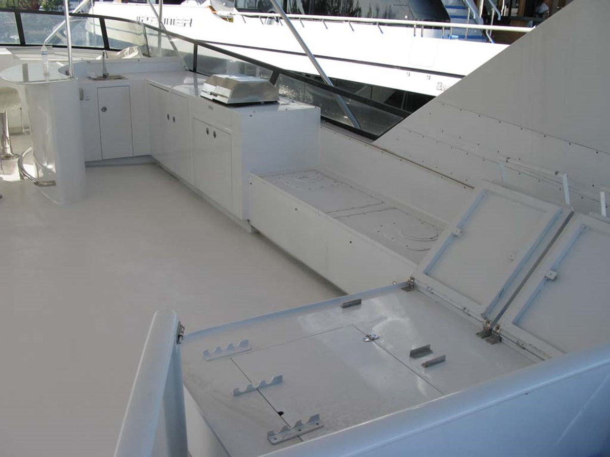 Flybridge to Starboard 2001 BROWARD Raised Pilothouse MY  2193569