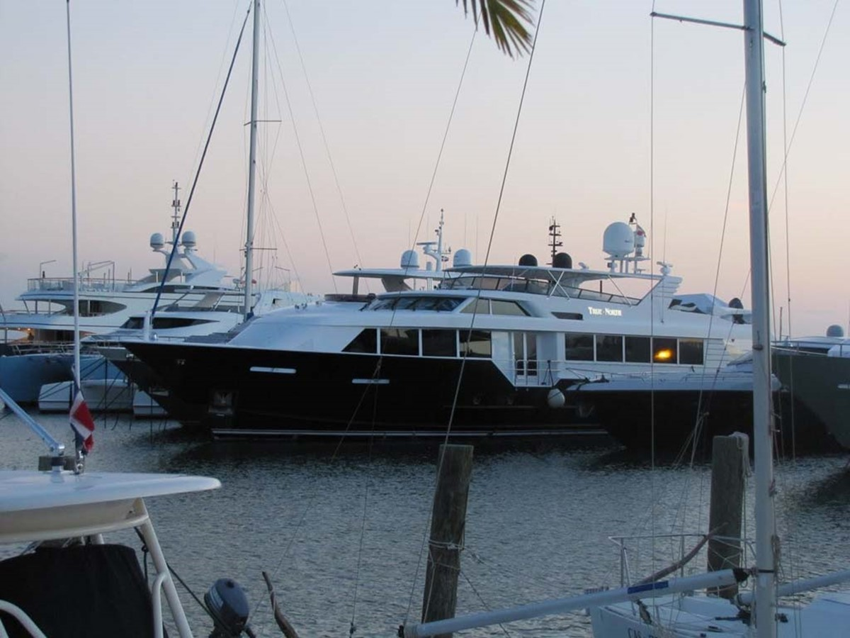 Profile 2001 BROWARD Raised Pilothouse MY  2193575