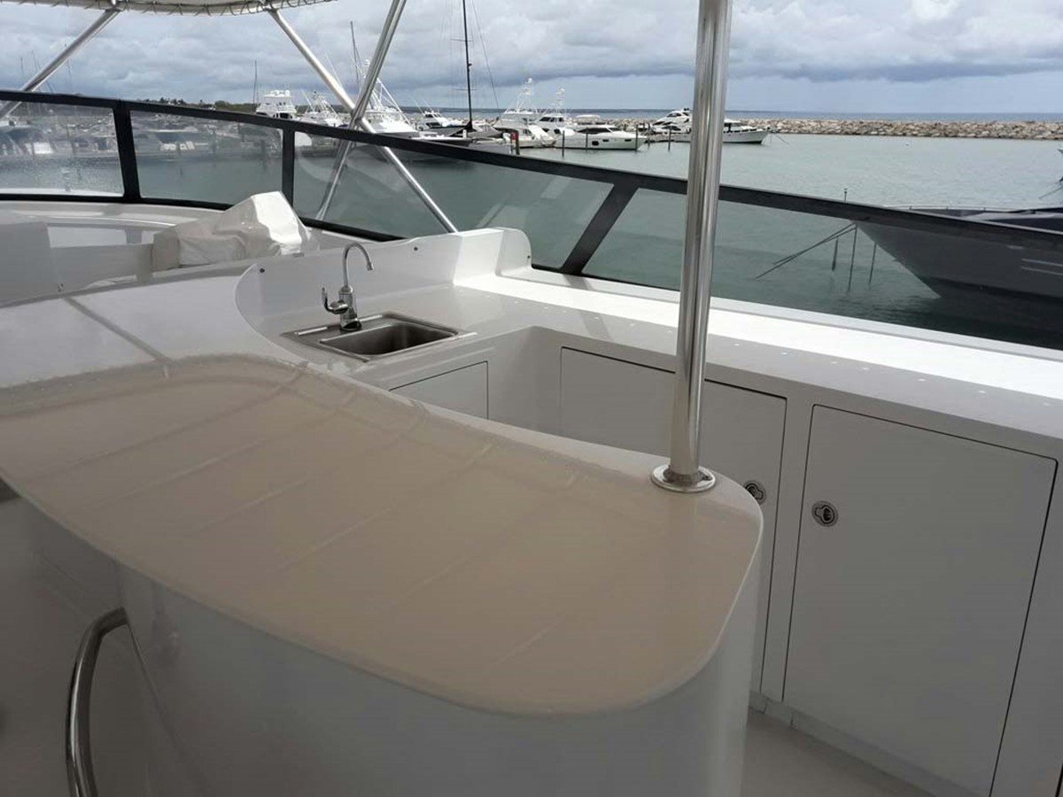 Flybridge Wet Bar 2001 BROWARD Raised Pilothouse MY  2193580