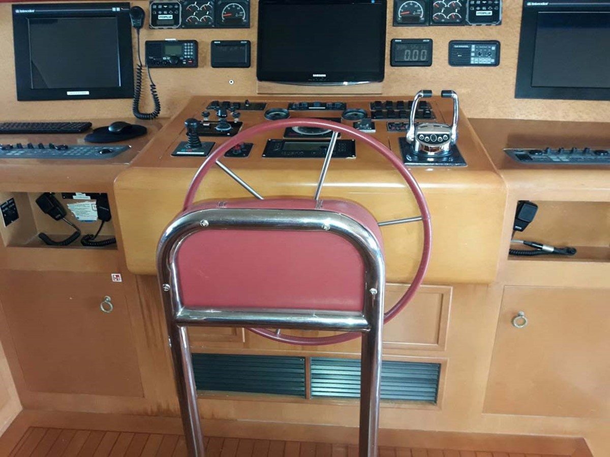 Helm Console 2001 BROWARD Raised Pilothouse MY  2193586