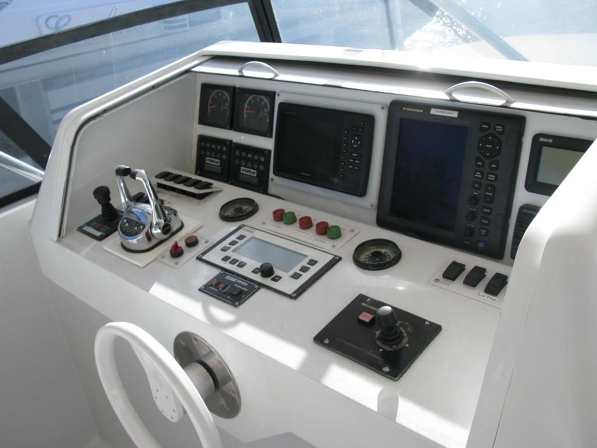 Flybridge Console to Port 2001 BROWARD Raised Pilothouse MY  2193593