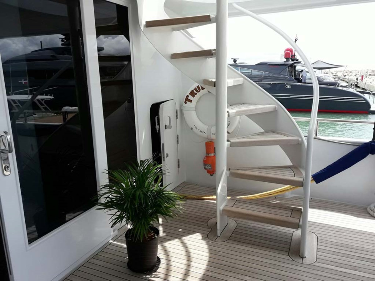 Stairs to Flybridge 2001 BROWARD Raised Pilothouse MY  2193598