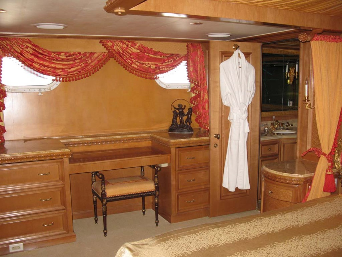 Master Stateroom 2001 BROWARD Raised Pilothouse MY  2193599