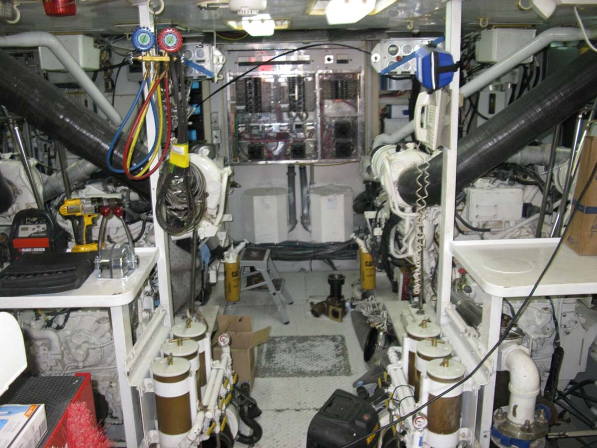 Engine Room 2001 BROWARD Raised Pilothouse MY  2193601
