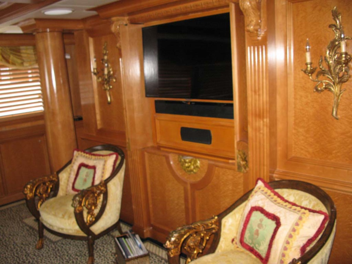 Salon Entertainment 2001 BROWARD Raised Pilothouse MY  2193602