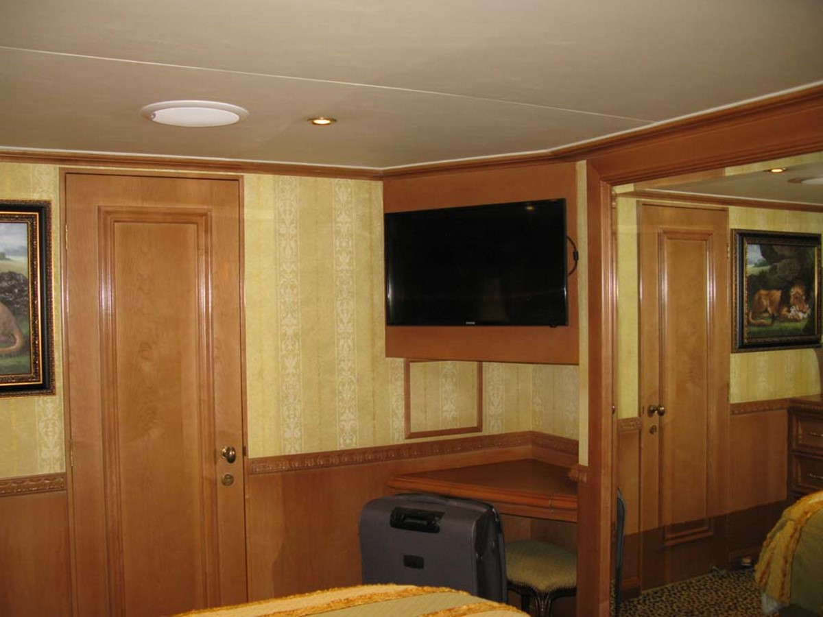 Guest Stateroom 2001 BROWARD Raised Pilothouse MY  2193607