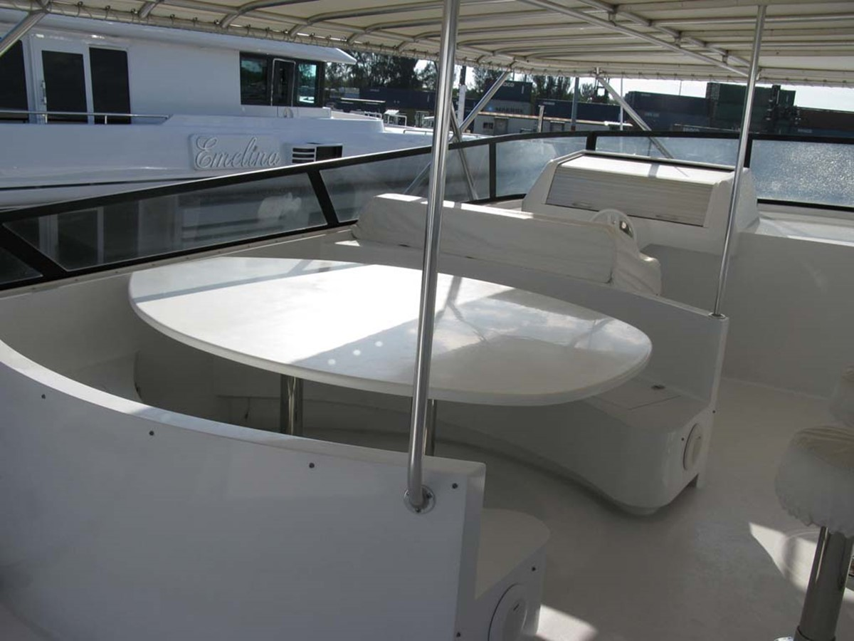 Flybridge Dinette 2001 BROWARD Raised Pilothouse MY  2193616