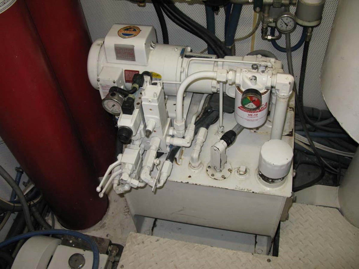 Engine Room 2001 BROWARD Raised Pilothouse MY  2193623