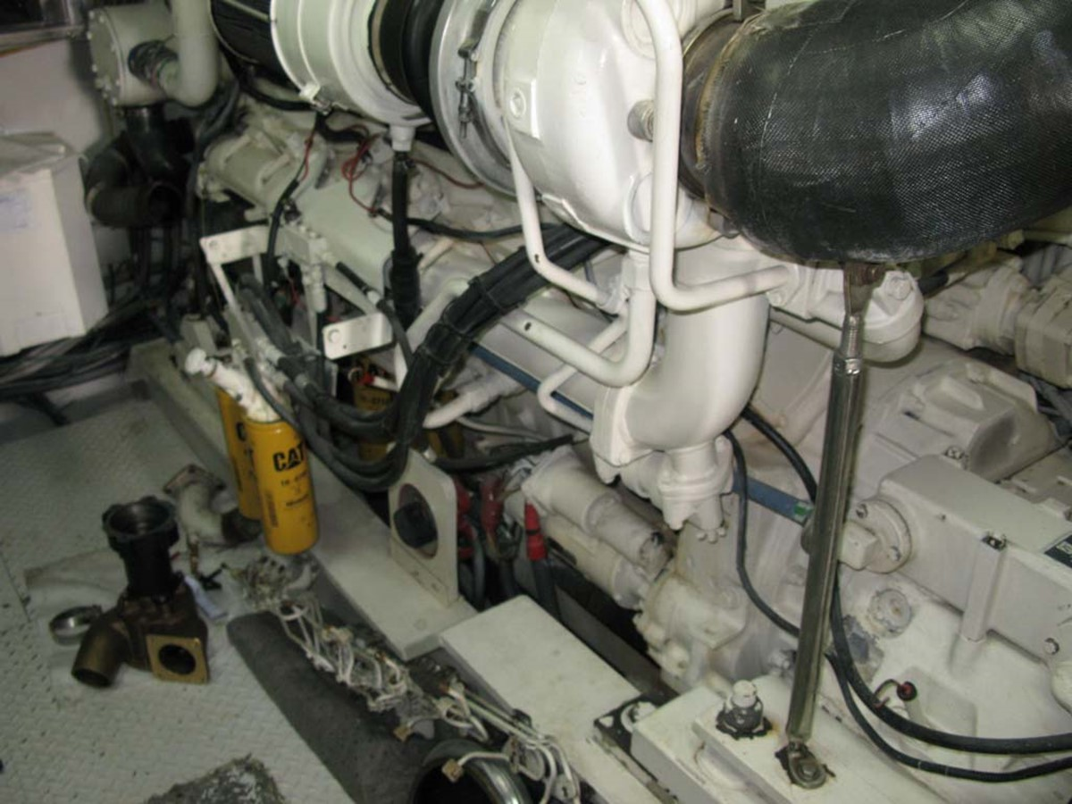 Port Engine 2001 BROWARD Raised Pilothouse MY  2193624