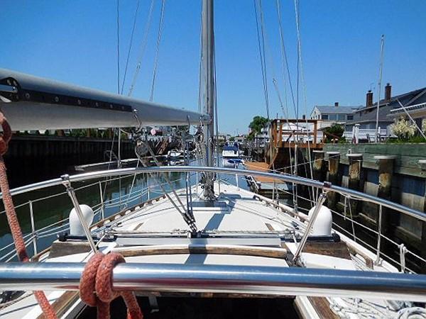 36&apos Catalina toward bow  1986 CATALINA 36  2195601