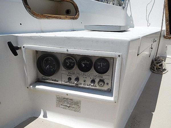 36&apos Catalina cockpit gauges 1986 CATALINA 36  2195605