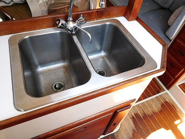 36&apos Catalina double stainless steel sink 1986 CATALINA 36  2195609