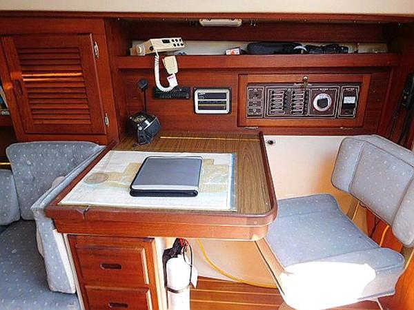 36&apos Catalina nav station 1986 CATALINA 36  2195614