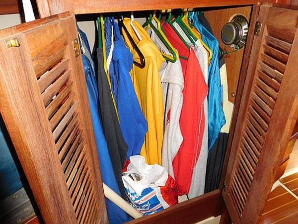 36&apos Catalina hanging closet 1986 CATALINA 36  2195622