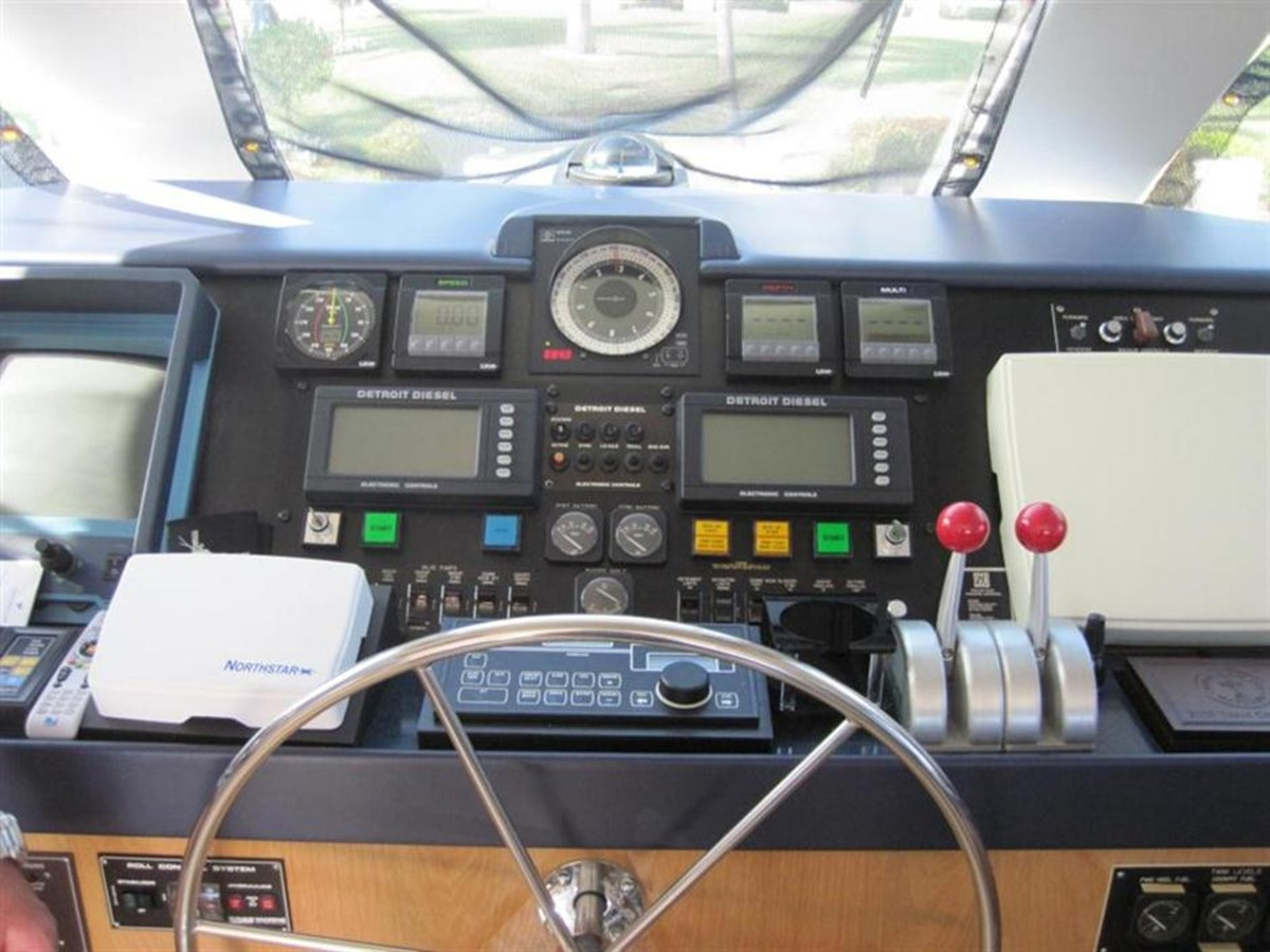 Enclosed Bridge Helm Station 1997 HATTERAS Enclosed Bridge w/tower Sport Fisherman 2201599