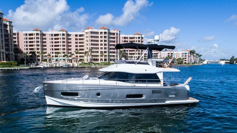 Profile  2015 AZIMUT Magellano 43 Motor Yacht 2202946