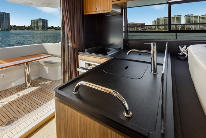 Saloon 2015 AZIMUT Magellano 43 Motor Yacht 2202948