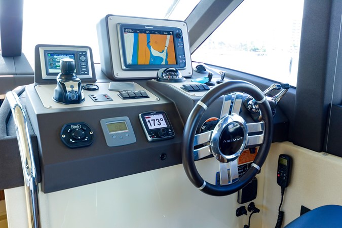 Helm station 2015 AZIMUT Magellano 43 Motor Yacht 2202952