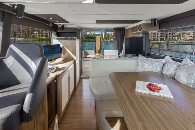 Dinette  2015 AZIMUT Magellano 43 Motor Yacht 2202962