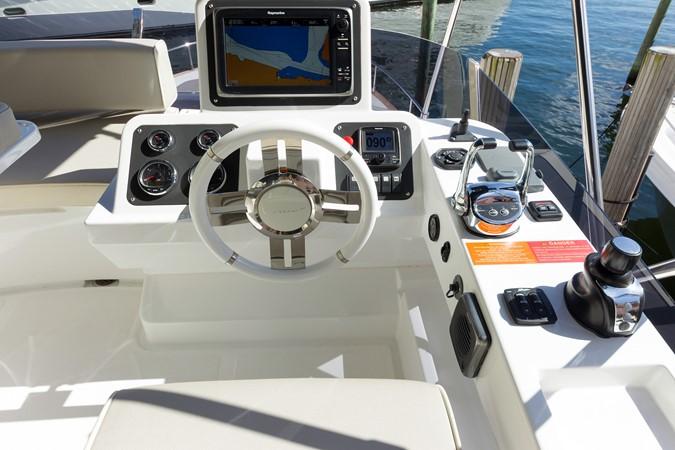 Helm station 2015 AZIMUT Magellano 43 Motor Yacht 2202971