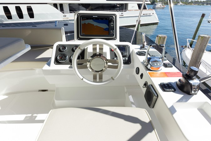 Helm station 2015 AZIMUT Magellano 43 Motor Yacht 2202987