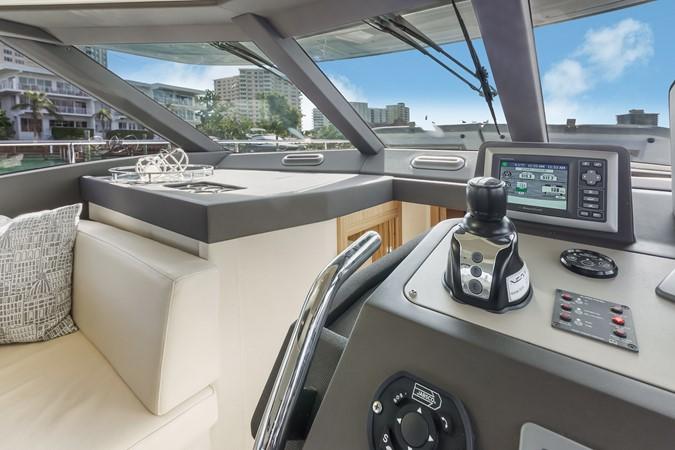 Helm station 2015 AZIMUT Magellano 43 Motor Yacht 2202989