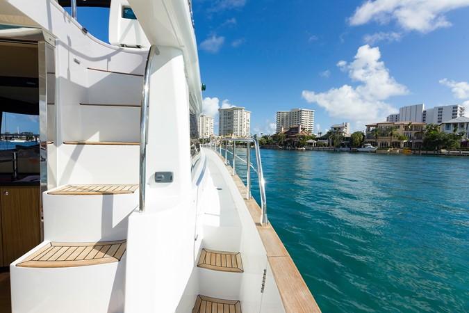 Starboard side  2015 AZIMUT Magellano 43 Motor Yacht 2202999