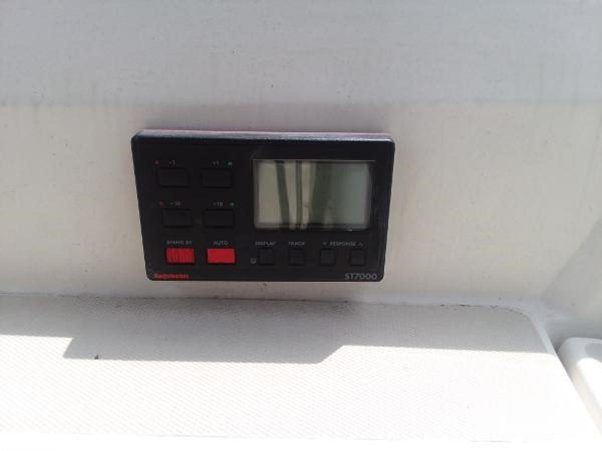 ST7000 autopilot control 1989 SABRE YACHTS 38 MKII Sloop 2207628