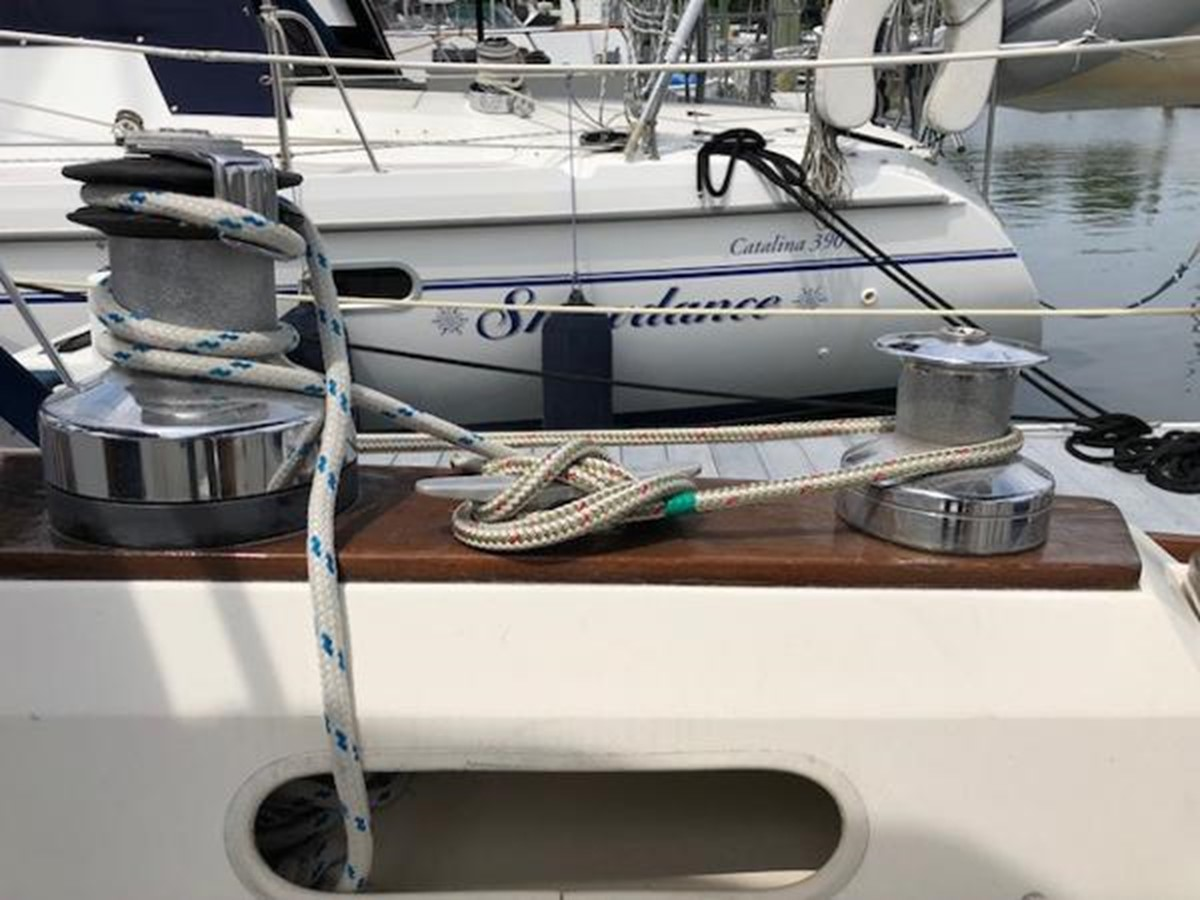 Starboard side cockpit winches 1989 SABRE YACHTS 38 MKII Sloop 2207629