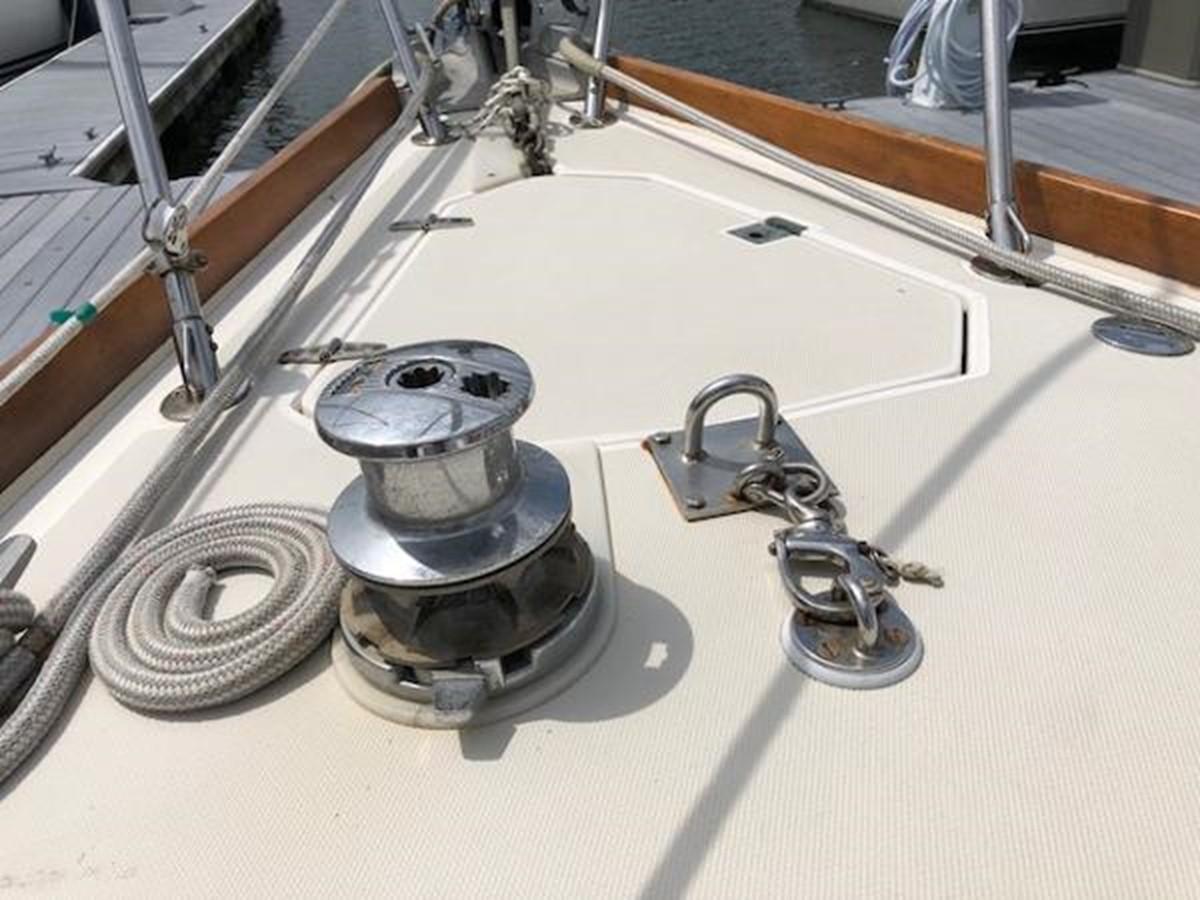Manual anchor windlass 1989 SABRE YACHTS 38 MKII Sloop 2207633