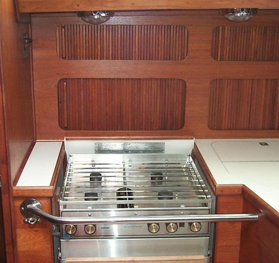 Four burner stove with oven 1989 SABRE YACHTS 38 MKII Sloop 2207640
